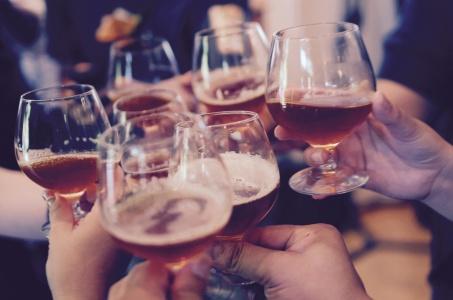 oktoberfest-beer-stations-weddings