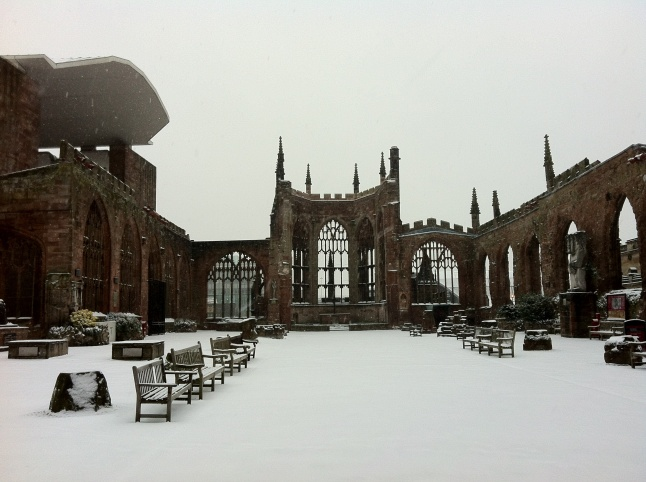 coventry_cathedral_ruins_in_the_snow_01